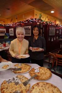 Carol Scott tester Chicagos pizza.