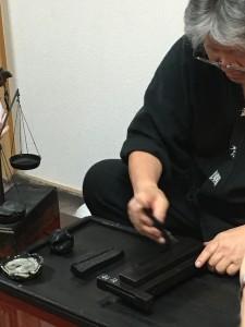 Praktiserende kalligrafitusjmaker